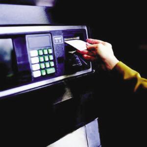 ATM取款机变银行卡复印机 黑色产业链让你的存款消失