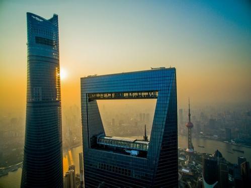 潘功胜:未来中国外汇市场及跨境资金流动将保持总体稳定