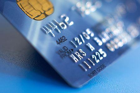 多家银行延续减免信用卡年费 其中8家部分产品终身免年费