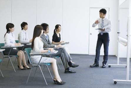 """起底""""培训贷"""":承诺包就业 应聘无果反被贷款2.1万"""