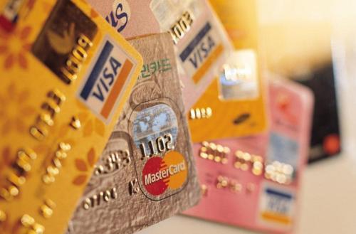 信用卡市场博弈激烈:代偿低息 银行降息