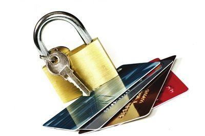 在沪7家信用卡专营机构不良率1.3%,线上交易笔数首超线下