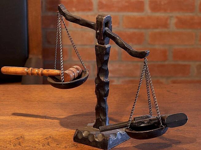 瑕疵汇票遭拒付依法判决保权益