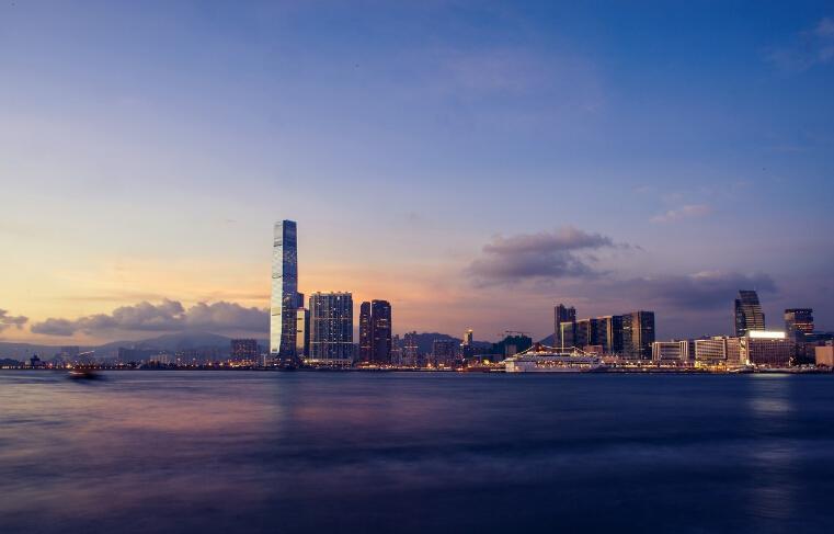 港元保卫战!香港金管局一天内两度出手 总结余降至约842亿港元
