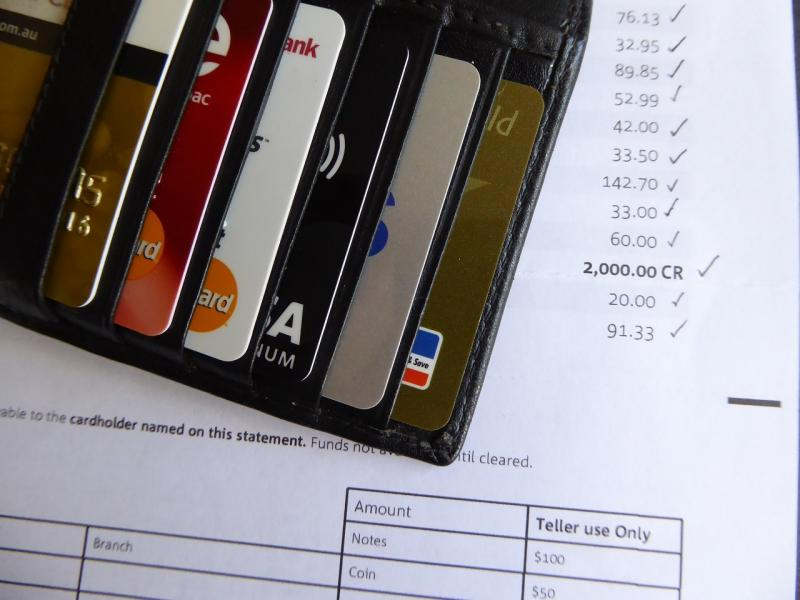 上半年新增信用卡或达一亿张 已接近去年全年水平